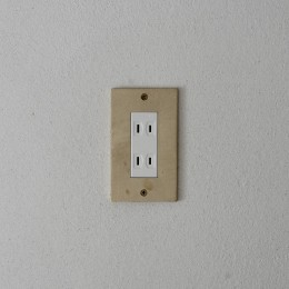 House I/マンションリノベーション (真鍮製コンセントプレート)