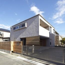 黒部丘の家~湘南の紙飛行機屋根の2世帯住宅