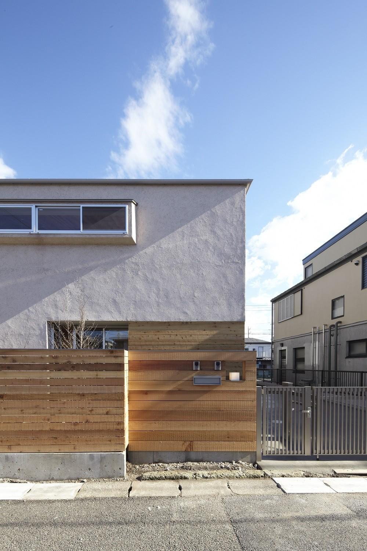 黒部丘の家~湘南の紙飛行機屋根の2世帯住宅 (外観)