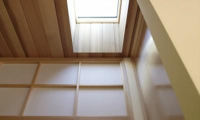 黒部丘の家~湘南の紙飛行機屋根の2世帯住宅 (トップライト)