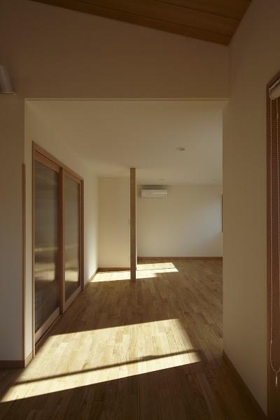 黒部丘の家~湘南の紙飛行機屋根の2世帯住宅 (子供部屋)