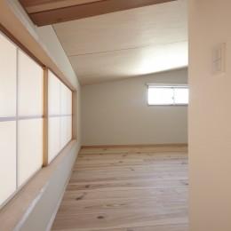 黒部丘の家~湘南の紙飛行機屋根の2世帯住宅 (ロフト)