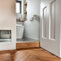 シーリングファンの似合う家 (トイレ)
