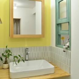 癒しの空間 小上がりの和スペース (ビタミンカラーの洗面台)