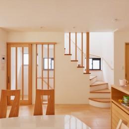 リビング階段 (Y様邸_お家の中でもお日様と友達)
