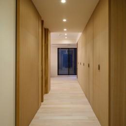 深沢の家 (廊下いっぱいのクロゼット)