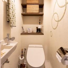 3面採光の快適な住まい (シンプルなトイレに遊び心をプラス)
