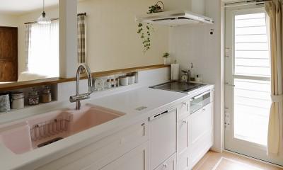 リフォームで耐震性もアップ 自然素材のLDK (家族がつながるオープンタイプのキッチン)