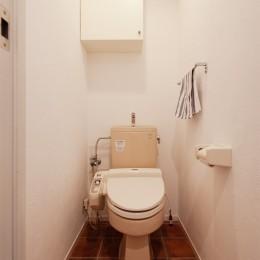 A様邸_自然素材にこだわったシンプルハウス (トイレ)