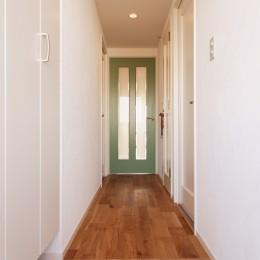 A様邸_自然素材にこだわったシンプルハウス (廊下)