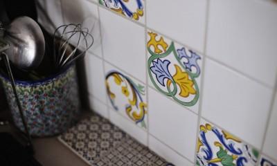 【デルフト焼き】映えの家 (キッチンのサイドパネルにはこだわりのタイルを)