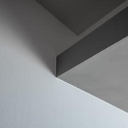 お気に入りの絵画と暮らす プレシニアの悠々くらしvol.2 (天井下がり部分の間接照明ディテール)
