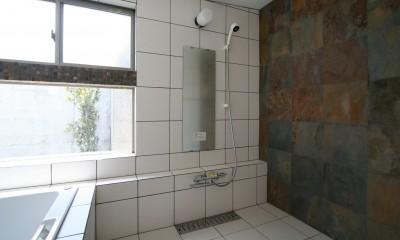 帰城の家 (坪庭を持つ浴室)