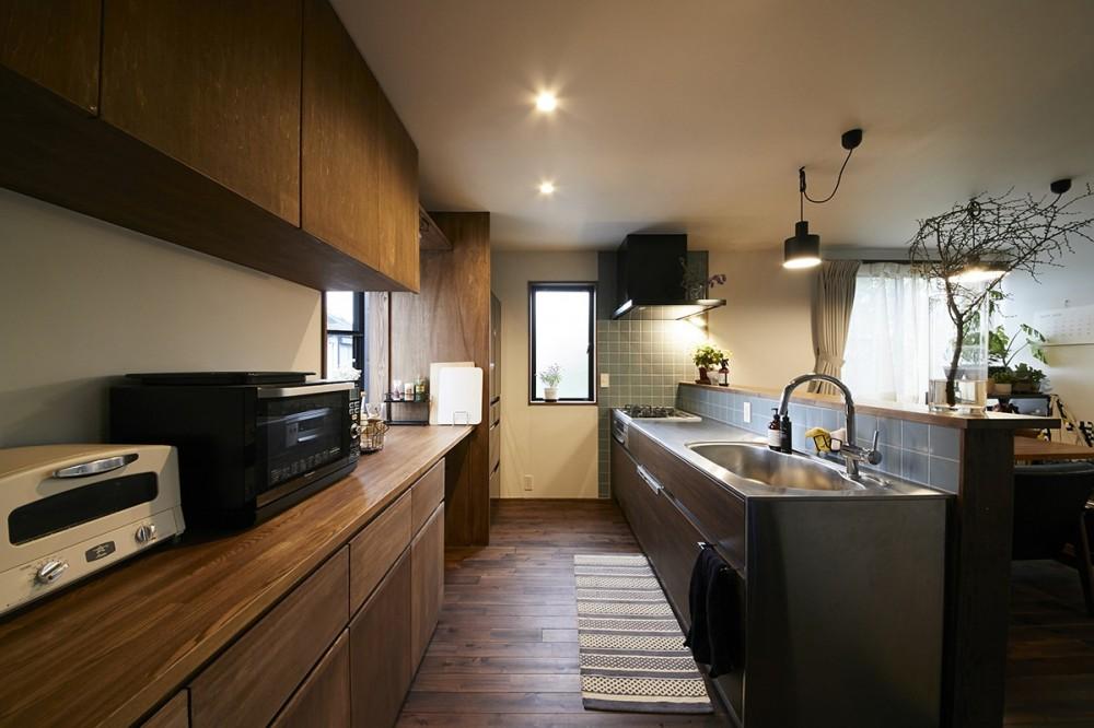 高台に建つ家 (キッチン)