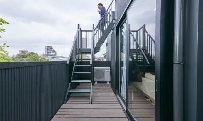 高台に建つ家 (バルコニー)