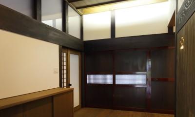 飯盛の民家 [軸組再生の住まい] (玄関)
