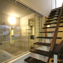 土間と広場 (階段と浴室)
