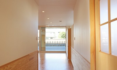 松戸の診療所(無垢な診療所) (診療室廊下)