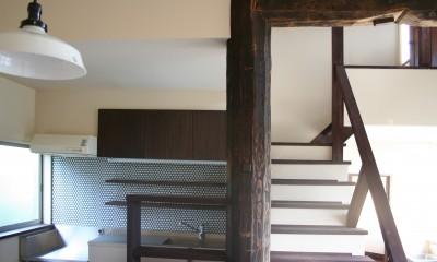 小春とCafe' (居間と階段)
