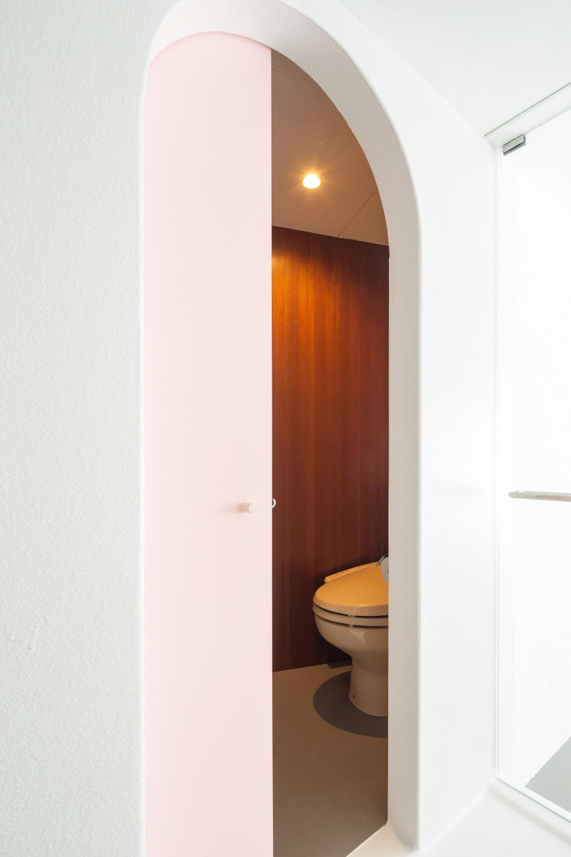 2つのトンネルのあるアトリエ (トンネル2(トイレ、洗濯、収納))