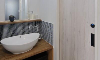 鉄骨住宅をおしゃれにリフォーム (スタイリッシュな洗面室)