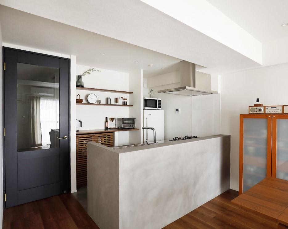 ずっと暮らす家だから、憧れと暮らしやすさに将来の予定もしっかりと盛り込んで。 (一番の要望だったモールテックス仕上げのキッチン)
