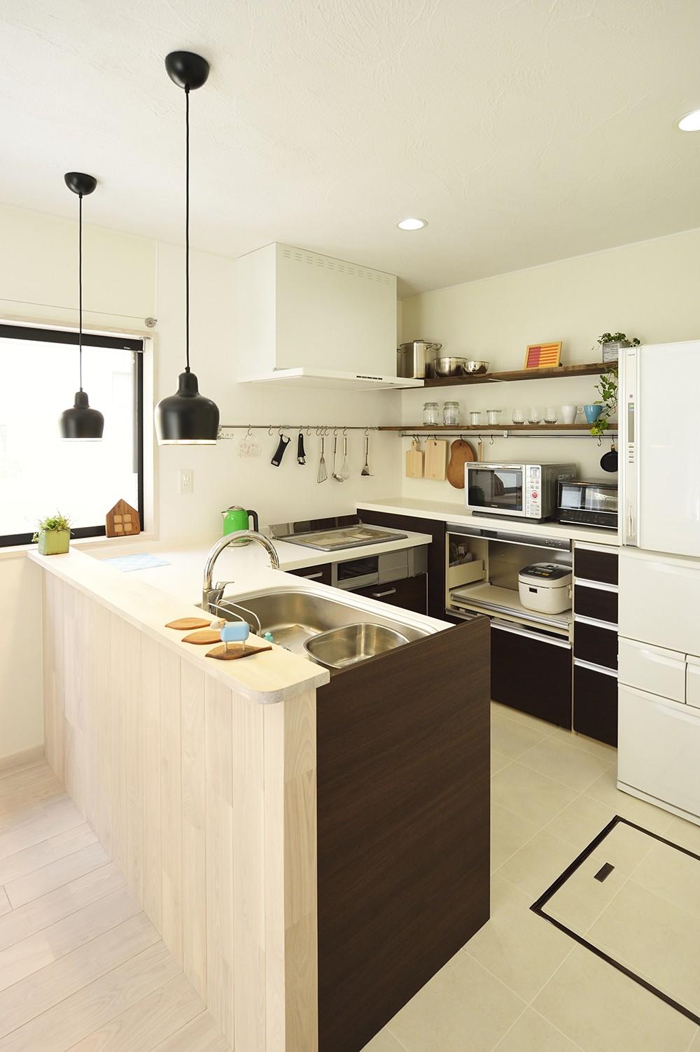 デッドスペースは子どもの秘密基地!家族の時間を楽しむ家 (家族と繋がるキッチン)