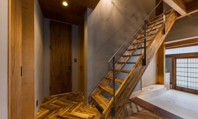 京都と海外が融合する家 (階段)