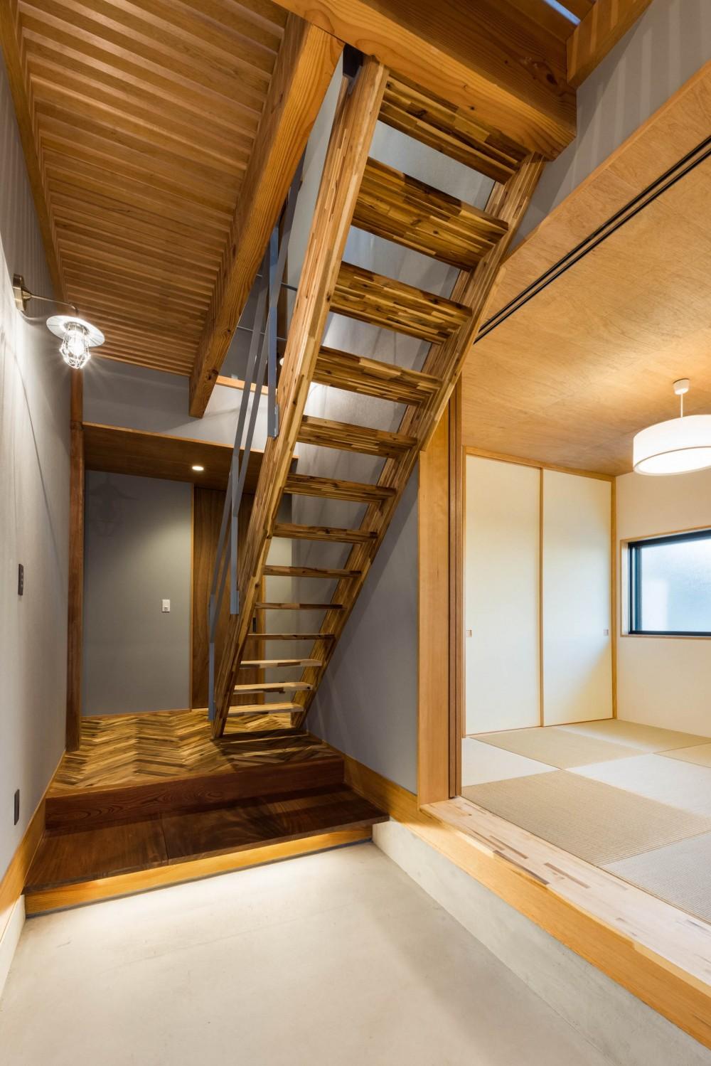 京都と海外が融合する家 (玄関)