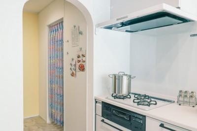 Parallel ー感染症予防を意識した、シンプルデザインリノベーションー (キッチンとパントリー)