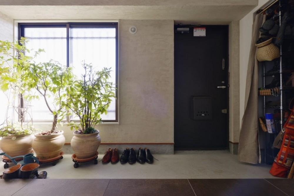 開放的な玄関土間が広がります。 (明るい土間玄関の家)