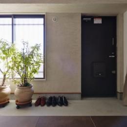 明るい土間玄関の家