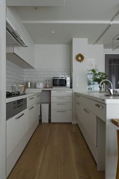 家族4人、「今を楽しむ」マンションリノベーション (キッチン)