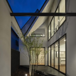 とちぎ中庭のある家 〜親子2人で住む三角屋根の家