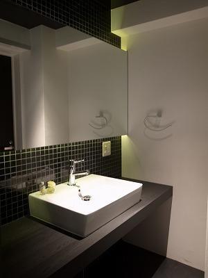 築35年マンション 水廻り限定リノベの部屋 調光LEDのカウンター