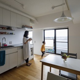 N邸—窓からの眺めを生かしたリノベーションでミニマムに暮らす