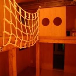 テラスハウス/木造スケルトン/目黒の家/屋根葺き替え/外壁塗装/サッシ全交換 (ロフトのある子供部屋)