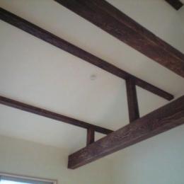 テラスハウス/木造スケルトン/目黒の家/屋根葺き替え/外壁塗装/サッシ全交換-古い梁のある音楽室