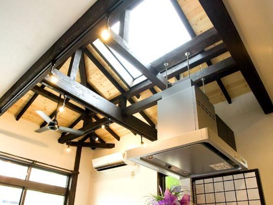 Japanese Modren Styleの部屋 キッチンから見た天井
