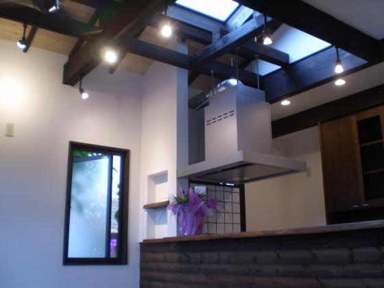 Japanese Modren Style (トップライトのあるキッチン)