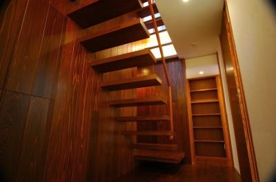 階段 (H-House)