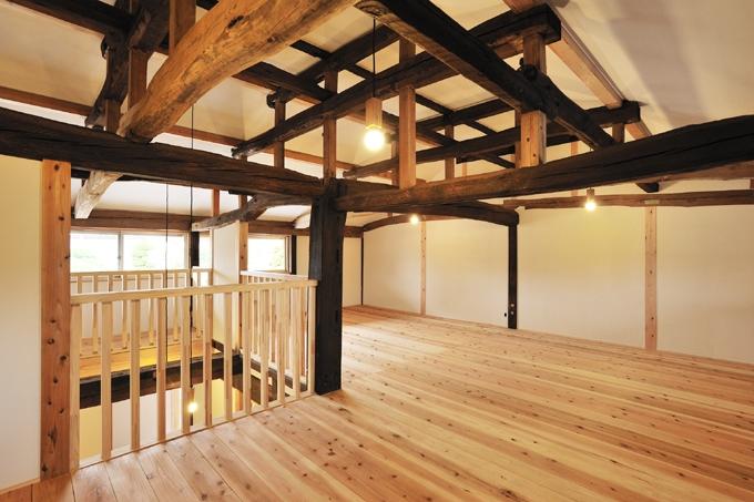 民家再生-築70年の民家の再生の部屋 木組みを見せる4
