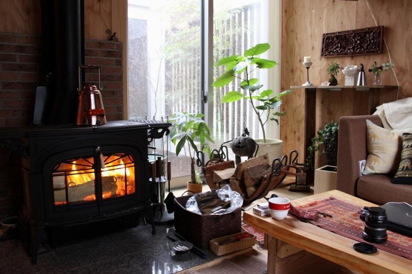 木質スケルトン+DIYでつくるこだわり空間の部屋 薪ストーブ