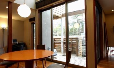 本のギャラリーのある湘南の家 (ダイニング2)