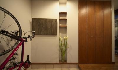 本のギャラリーのある湘南の家 (玄関)