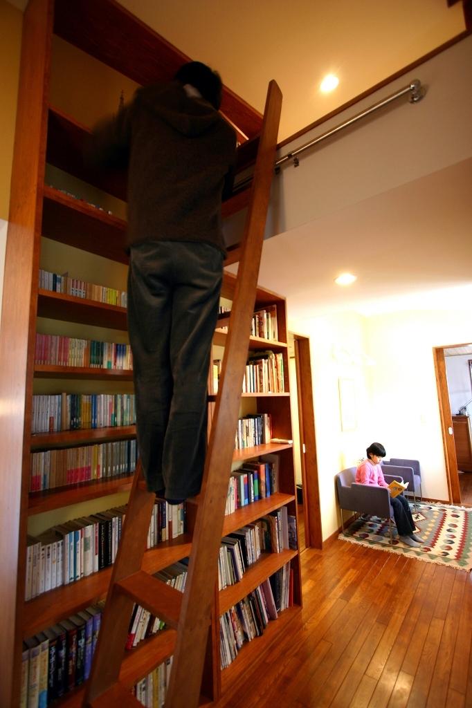 本のギャラリーのある湘南の家の写真 ギャラリー2