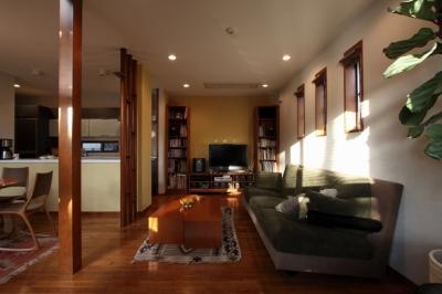 本のギャラリーのある湘南の家 (リビング1)