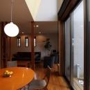 本のギャラリーのある湘南の家