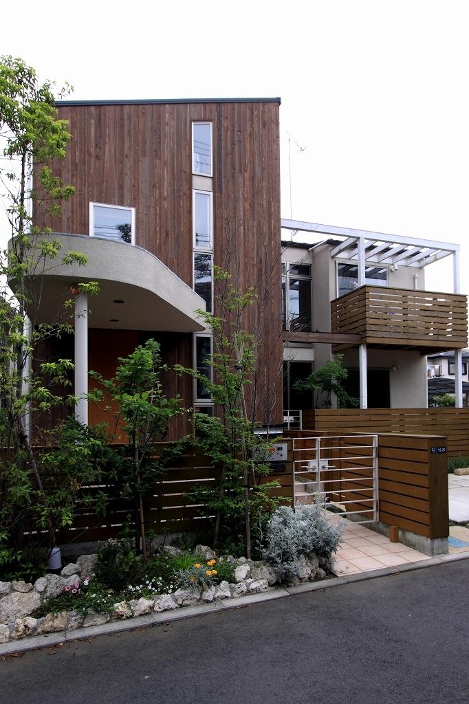 本のギャラリーのある湘南の家の写真 外観