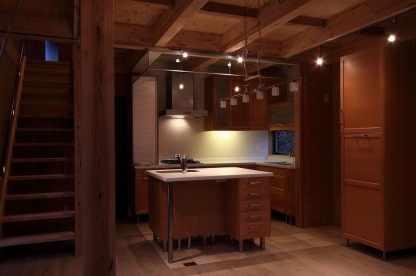 緑豊かな敷地環境を継承する木造スケルトンハウスの部屋 キッチン